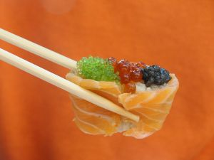 800px-Sushi-fish_eggs-Moscow